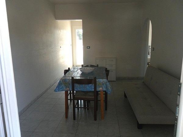 Foto 5: Soggiorno pranzo con divano letto e tv con decoder TV-SAT