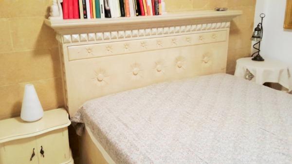 Camera 1 con letto matrimoniale in pietra