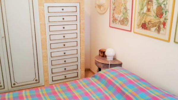 Camera 2 con letto matrimoniale e armadio
