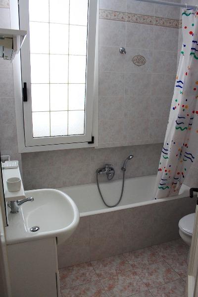 Foto 31: Casa Nettuno - Bagno con vasca/doccia Primo piano