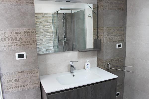 Foto 45: Casa Nettuno - Bagno con box doccia in Terrazza