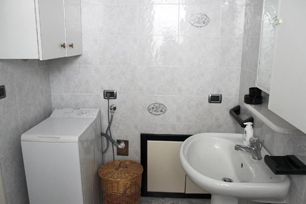 Foto 22: Casa Nettuno - Bagno con box doccia Piano terra
