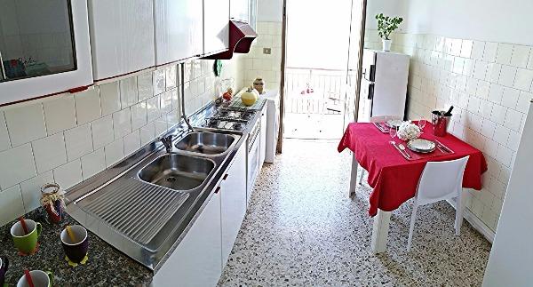 Cucina abitabile con balcone-Secondo piano