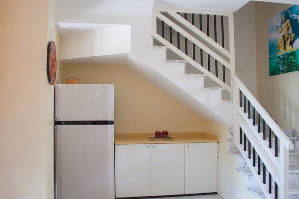 Foto 19: Casa Nettuno - Scala interna Piano terra con Dio Nettuno