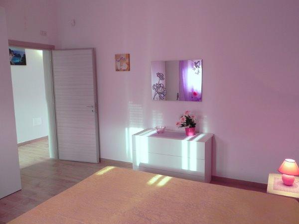 Foto 4: Camera da letto villino glicine