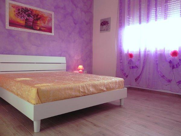 Foto 1: Camera da letto villino glicine