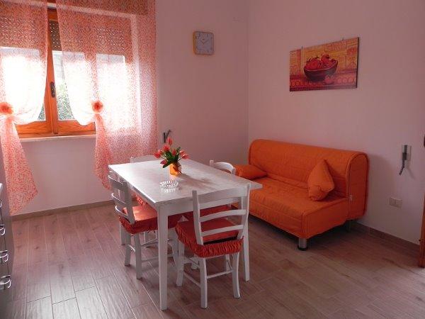 Foto 24: Tinello villino arancione