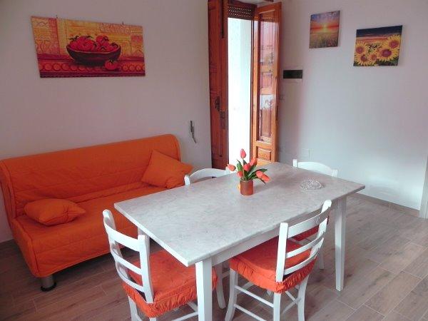Foto 25: Tinello villino arancione