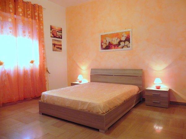 Foto 26: Camera da letto villino arancione