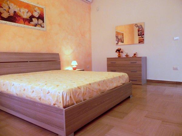Foto 20: Camera da letto villino arancione