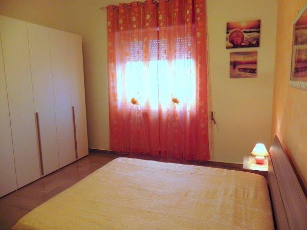 Foto 21: Camera da letto villino arancione
