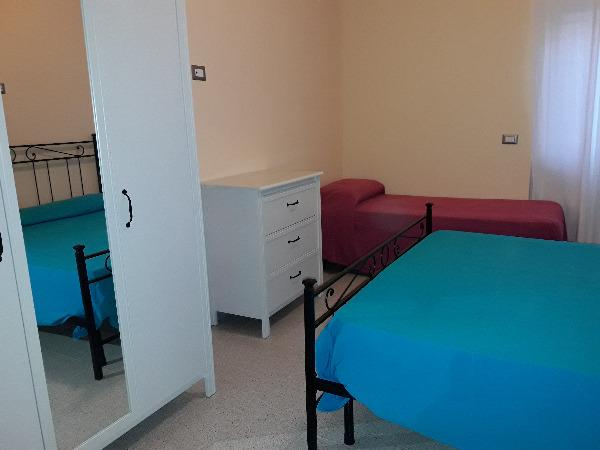 prima camera letto - ap. 2