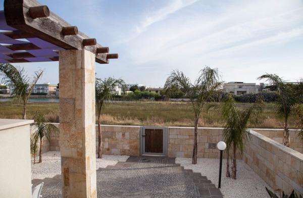 Bilocali nuovi sulla spiaggia affitti torre lapillo in for Appartamenti arredati in affitto barletta