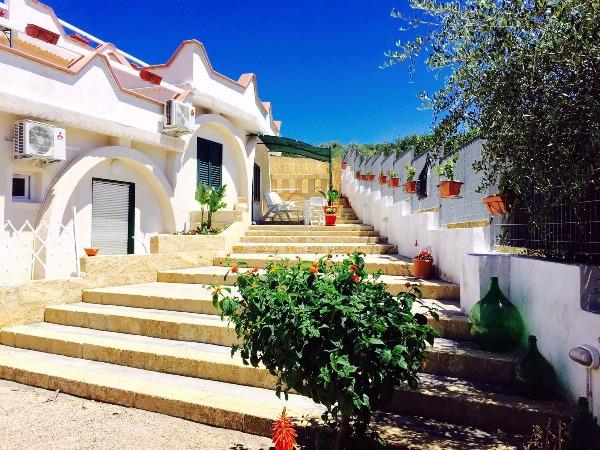Foto 3: scalinata in pietra leccese ingresso miniappartamento Girasole