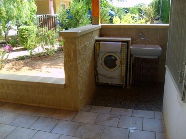 Foto 10: cod. 6 - lavatrice e doccia esterna