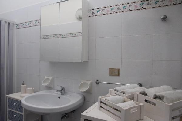 Foto 17: bagno con doccia bidet, wc e lavatrice