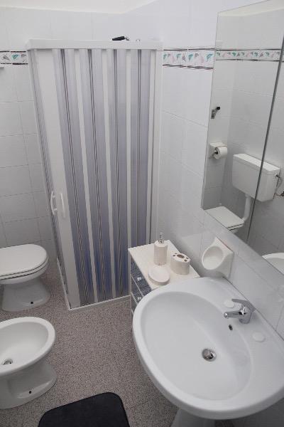Foto 19: bagno con doccia bidet, wc e lavatrice
