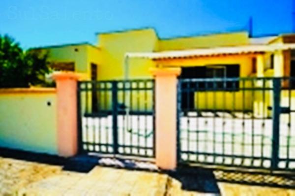 Ville a Lido Marini. Villa con doppio appartamento da 8 a 12 posti