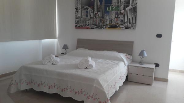 Camera letto n.4 Giulia con tenda oscurante chiusa.