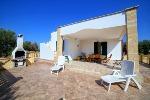 Pescoluse: Villa singola a Pescoluse, Maldive del Salento, Bandiera Blu 2019, spiaggia italiana a misura di bambino. A 15 minuti da Santa Maria di Leuca e 25 minuti da Gallipoli. Completamente recintata.
