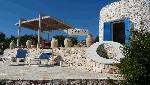 Ville a Santa Maria di Leuca. Elegante Villa Bianca per 6 comodi posti letto. Tre camere ed ampio spazio esterno.