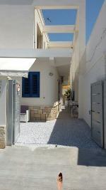 Appartamenti a Torre Lapillo in Puglia. A Torre Lapillo, a 50 metri dalla STUPENDA  SPIAGGIA  SABBIOSA  CON MARE PRIVO  DI SCOGLI, in centro: mono e bilocali  di nuova costruzione.