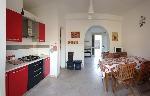 Appartamenti a Torre San Giovanni. Appartamento per vacanze con tre camere a due passi dal mare a dal centro