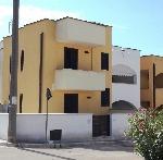 Appartamenti a Torre Pali. Casa a due piani a 400 m dal mare di Torre Pali