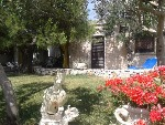 Appartamenti a Pescoluse. Pescoluse affitto caratteristica villetta in pietra con giardino vista mare