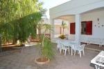 Appartamenti a Mancaversa. Casa vacanze in villetta con 3 camere e giardino a Marina di Mancaversa