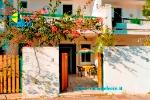 Appartamenti a Gallipoli in Puglia. Villetta  Arco dei Garofani nella Baia Verde con giardino attrezzato