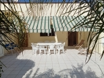 Lido Marini: Lido Marini <b>ad appena 60 mt dalle incantevoli spiagge</b>. Piano terra con 3 camere da letto, 2 ampie cucine/soggiorno con divano letto, 2 bagni, ampia veranda privata posteriore con giardino.